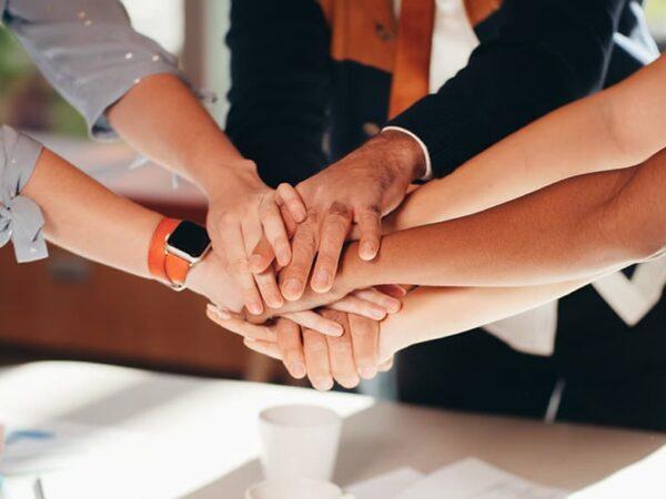 Política y relaciones comunitarias en el sector energético